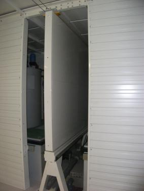 Leaded sliding partition for a decay tank.